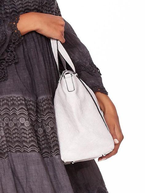 Jasnoszara torebka z fakturą i odpinanym paskiem                              zdj.                              3