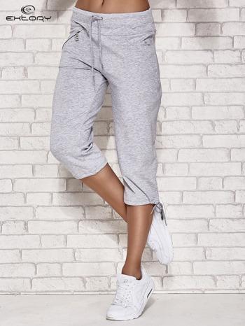 Jasnoszare spodnie dresowe capri z kieszonką                                  zdj.                                  1