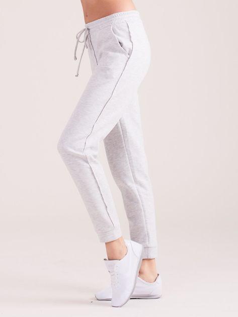 Jasnoszare spodnie dresowe z kieszeniami                              zdj.                              6