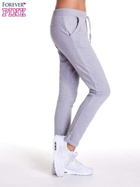 Jasnoszare spodnie dresowe z prostą nogawką                                  zdj.                                  3