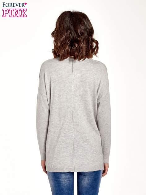Jasnoszary sweter V-neck z rozporkami                                  zdj.                                  2