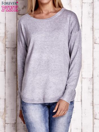 Jasnoszary sweter z okrągłym dekoltem                                  zdj.                                  1