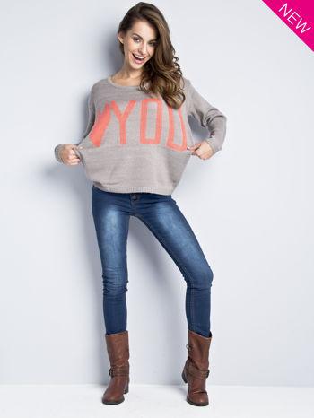 Jasnoszary sweter z sercem i nadrukiem YOU