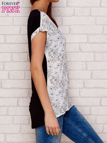 Jasnoszary t-shirt w kwiaty                              zdj.                              3