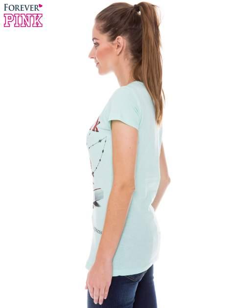 Jasnozielony t-shirt z nadrukiem trampek                                  zdj.                                  2