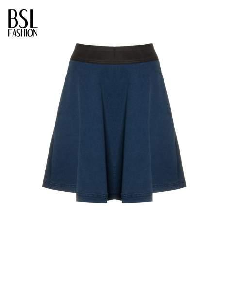 Jeansowa mini spódnica skater z gumą w pasie                                  zdj.                                  2