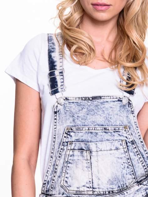 Jeansowe krótkie ogrodniczki marmurkowe z podwijanymi nogawkami                                  zdj.                                  5
