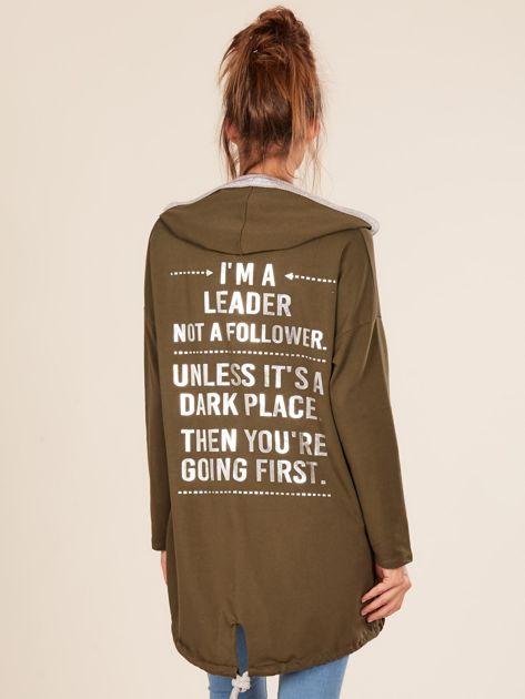 Khaki bluza z kapturem i napisem z tyłu                              zdj.                              2