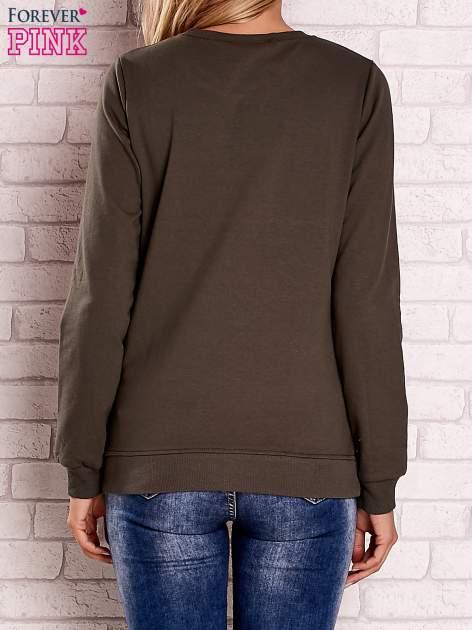 Khaki bluza z kolorowym nadrukiem                                  zdj.                                  2