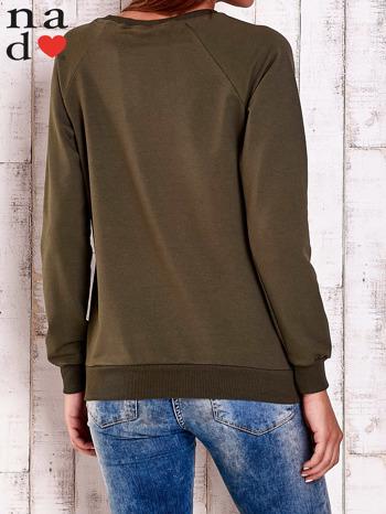 Khaki bluza z nadrukiem szpilek                                  zdj.                                  5