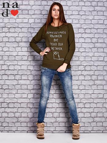 Khaki bluza z napisem PONIEDZIAŁEK POWINIEN BYĆ TYLKO DLA CHĘTNYCH                                  zdj.                                  2