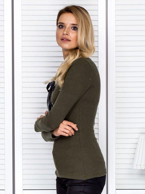 Khaki bluzka damska ze sznurowanym dekoltem                               zdj.                              5