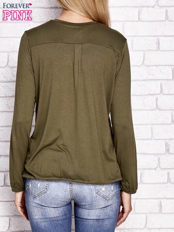 Khaki bluzka ze ściągaczem na dole                                  zdj.                                  3