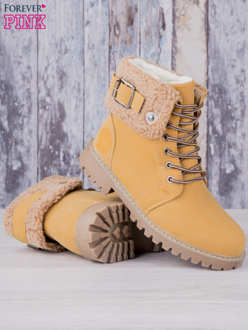 Khaki buty trekkingowe traperki ocieplane Lucid z wywiniętą wełnianą cholewką i ozdobnym zapięciem                                  zdj.                                  3