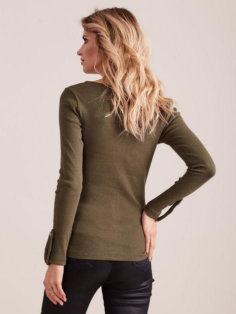 Khaki dopasowana bluzka V-neck                              zdj.                              2