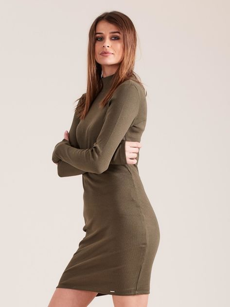Khaki dopasowana sukienka z półgolfem                              zdj.                              3