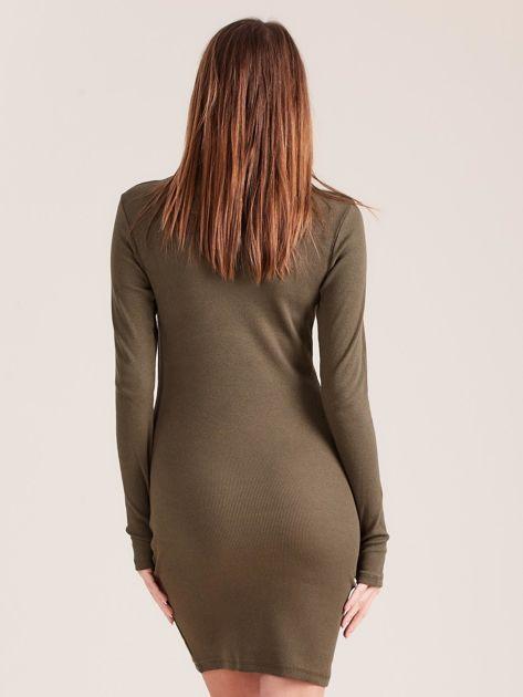 Khaki dopasowana sukienka z półgolfem                              zdj.                              2