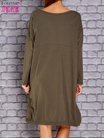 Khaki dresowa sukienka oversize z kieszeniami                                  zdj.                                  4