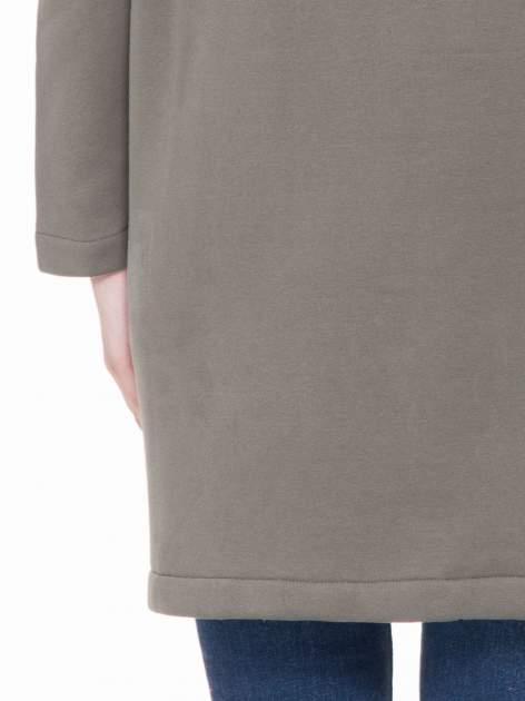 Khaki dresowy płaszcz z kapturem i kieszeniami                                  zdj.                                  6