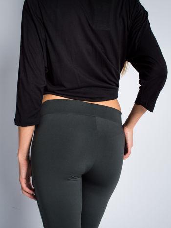 Khaki dwustronne legginsy skórzane                                  zdj.                                  4