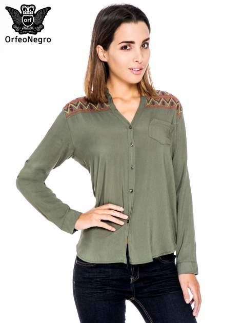 Khaki koszula z haftem etno na ramionach i kieszonką                                  zdj.                                  1