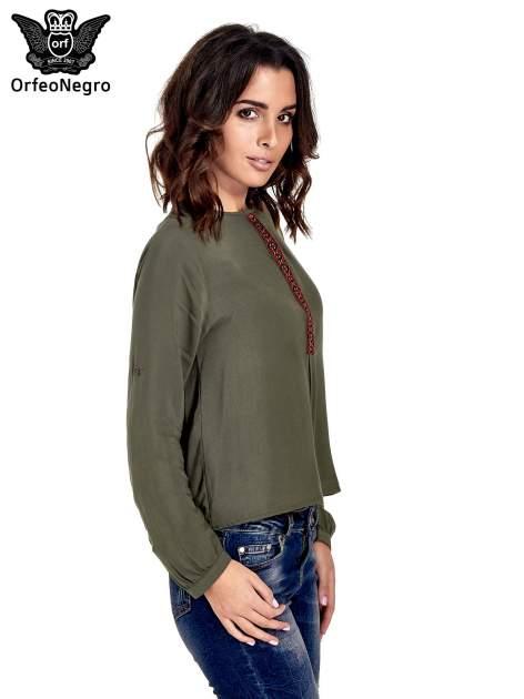 Khaki koszula ze wzorzystą wstawką w stylu etno                                  zdj.                                  3
