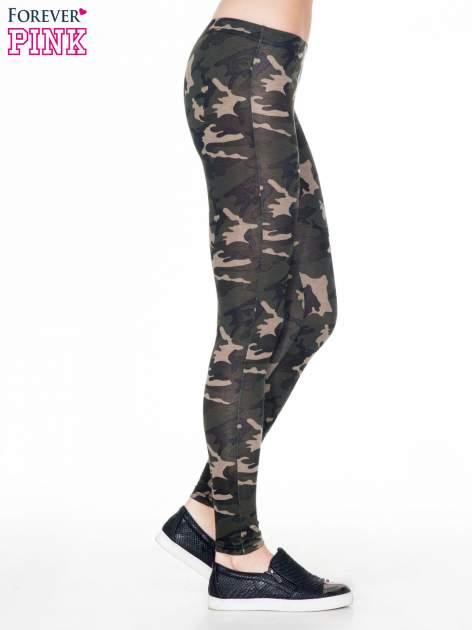 Khaki legginsy we wzór moro                                  zdj.                                  3