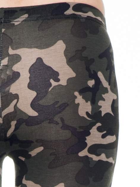 Khaki legginsy we wzór moro                                  zdj.                                  6