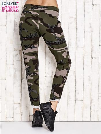 Khaki ocieplane spodnie dresowe motyw moro                                  zdj.                                  3