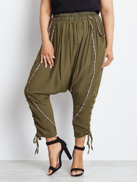 Khaki spodnie Alternating