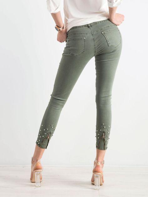 Khaki spodnie biodrówki z aplikacją                              zdj.                              2