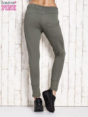 Khaki spodnie dresowe z suwakami                                  zdj.                                  3