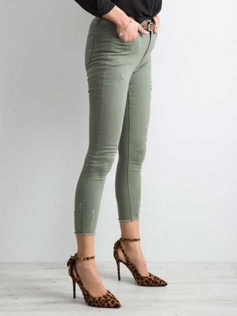 Khaki spodnie z przetarciami                              zdj.                              3