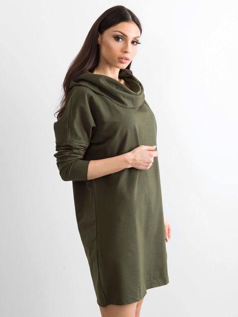 Khaki sukienka dresowa z szerokim kołnierzem                              zdj.                              3
