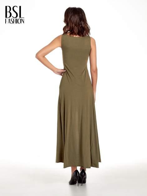 Khaki sukienka z dłuższym tyłem                                  zdj.                                  2