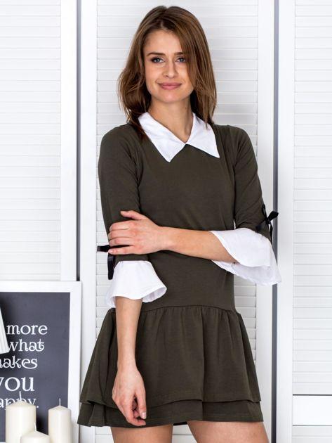 Khaki sukienka z kołnierzykiem i kokardkami                              zdj.                              5