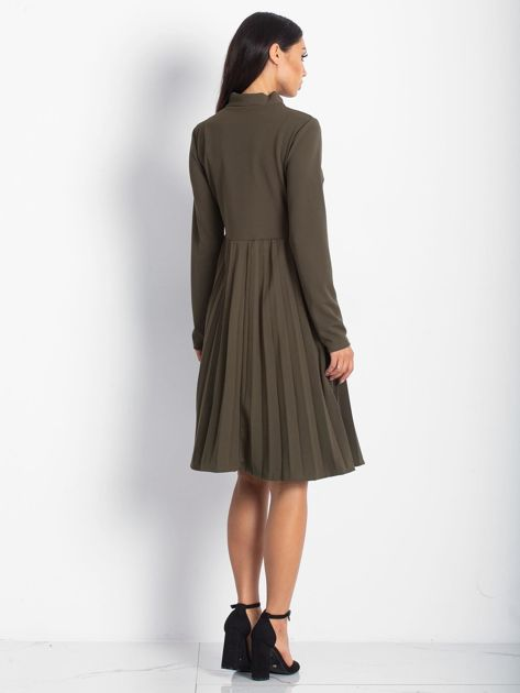 Khaki sukienka z plisami                              zdj.                              2