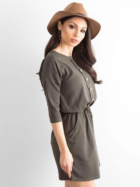 Khaki sukienka ze złotymi guzikami                              zdj.                              1