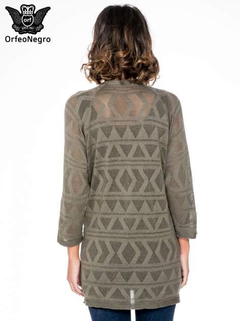 Khaki sweter narzutka o geometrycznym splocie                                  zdj.                                  4
