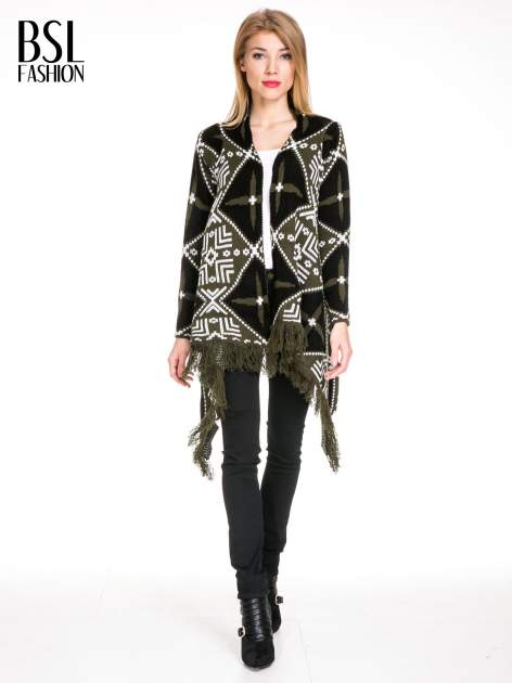 Khaki sweter narzutka w azteckie wzory z frędzlami                                  zdj.                                  2