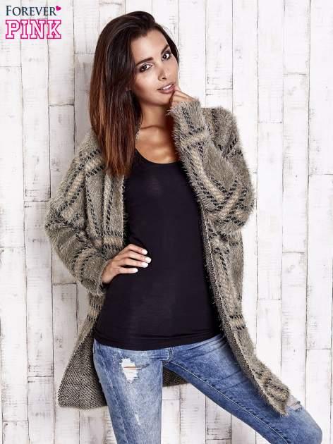 Khaki sweter w kratę z kieszeniami                                  zdj.                                  3