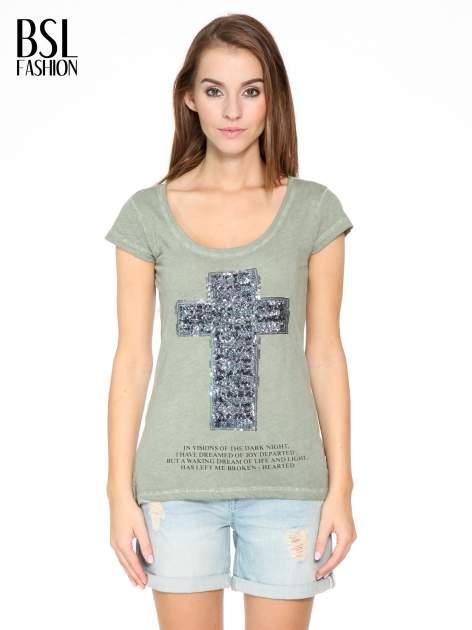 Khaki t-shirt z cekinowym krzyżem                                  zdj.                                  1