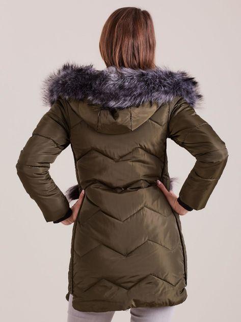 Khaki zimowa kurtka z futrzanym wykończeniem                              zdj.                              2