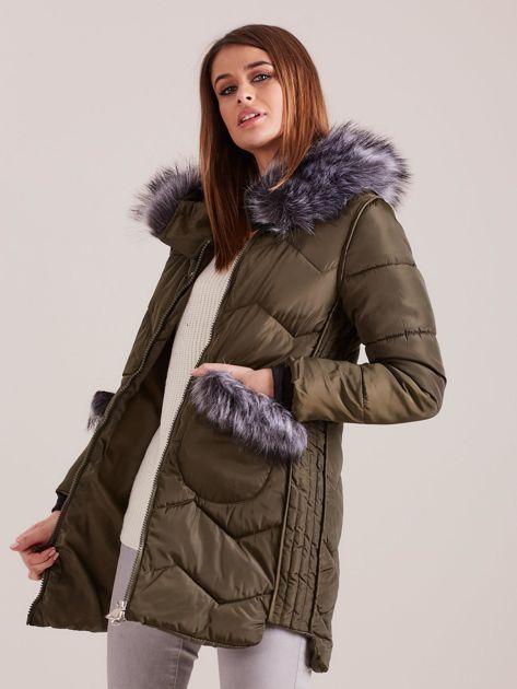 Khaki zimowa kurtka z futrzanym wykończeniem                              zdj.                              7