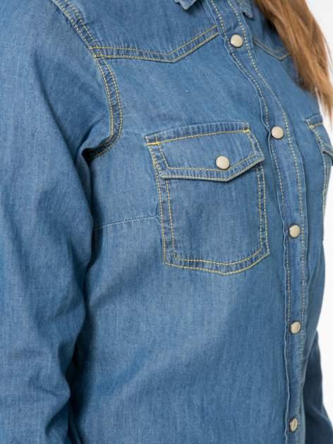 Klasyczna niebieska jeansowa koszula z kieszonkami                                  zdj.                                  8