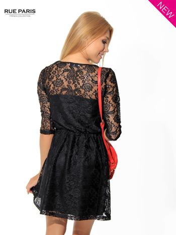 Kloszowana sukienka pokryta na górze czarną przezroczystą koronką                                  zdj.                                  4