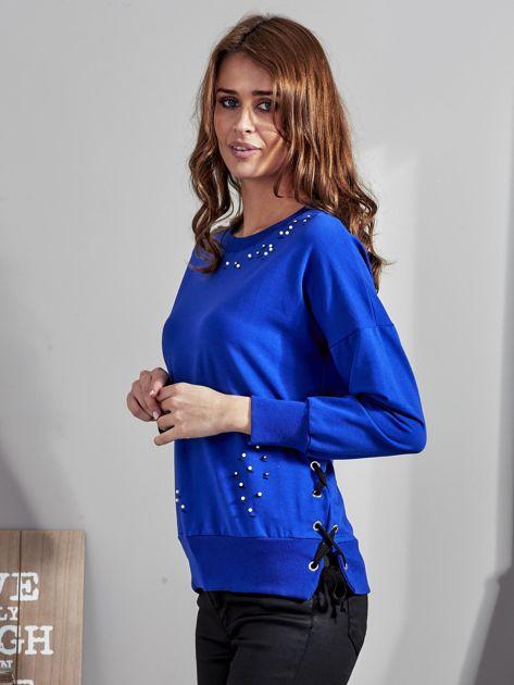 Kobaltowa bluza z rozcięciami i perełkami                              zdj.                              2
