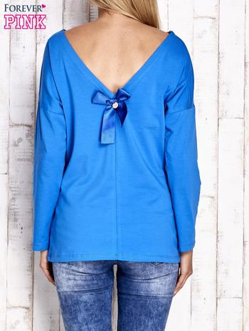 Kobaltowa bluzka z wycięciem na plecach i kokardą                                  zdj.                                  2