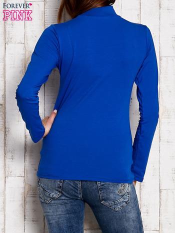 Kobaltowa gładka bluzka z półgolfem                                  zdj.                                  4
