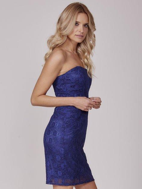 Kobaltowa koronkowa sukienka koktajlowa                              zdj.                              2
